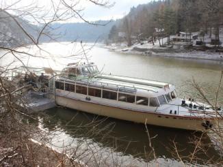 Vánoční plavba, loď DYJE v přístavišti Bítov hrad