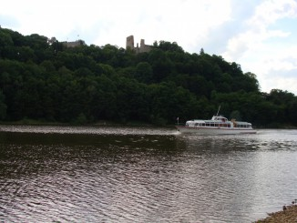 Zřícenina hradu Cornštejn od Bítovské zátoky
